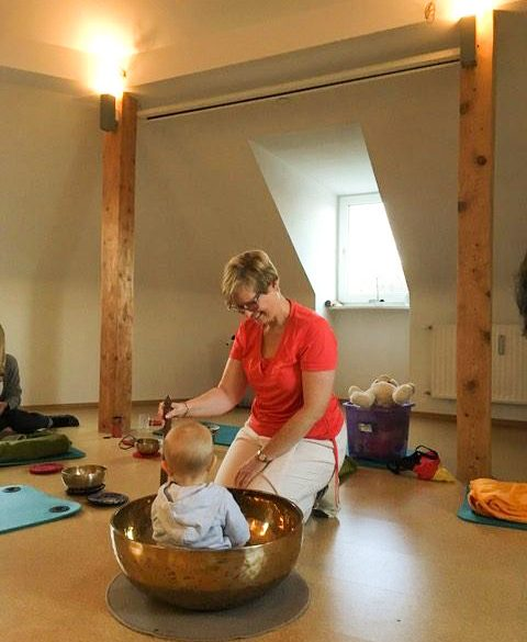 Kamala Yoga Baby-Mama-Klangmassage